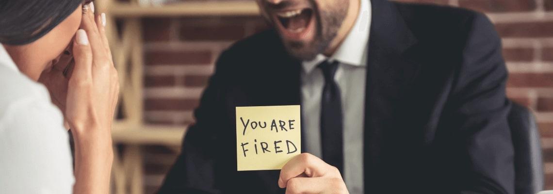 vyhodený z práce